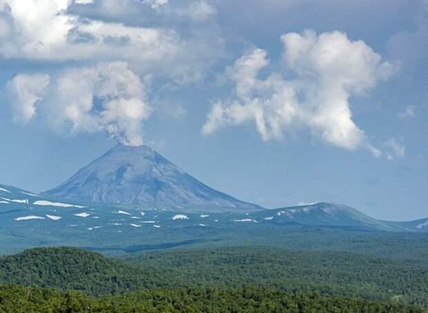 Мощное извержение вулкана на Филипинах собрало в аэропорту пассажиров 600 рейсов