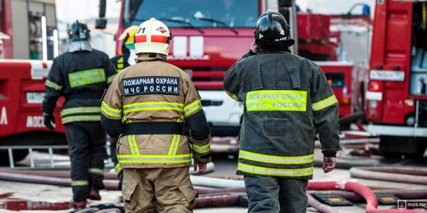 Пожарные потушили полыхающий мусор в 4-х контейнерах на Космодемьянских