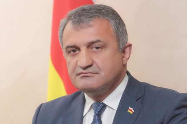 Президент Южной Осетии отправил правительство в отставку