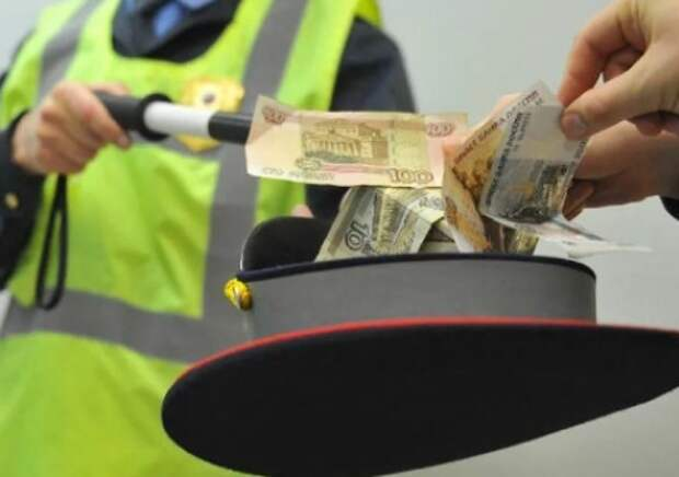 В Севастополе сотрудники ГИБДД попались на взятке!