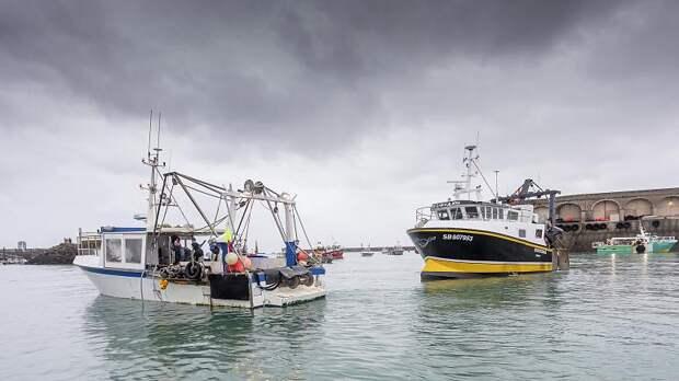 Корабли британских ВМС покидают Джерси после прекращения протеста французских рыбаков