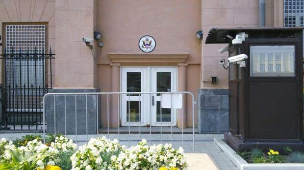 Пресс-секретарь посольства США подтвердила высылку из России