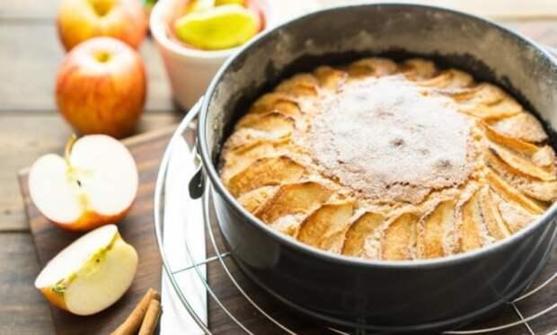Подруга с Франции поделилась рецептом вкуснейшего яблочного пирога. Вкуснее шарлотки!