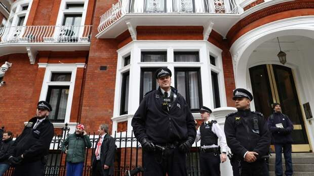 Создателя Wikileaks Джулиана Ассанжа задержали в Лондоне