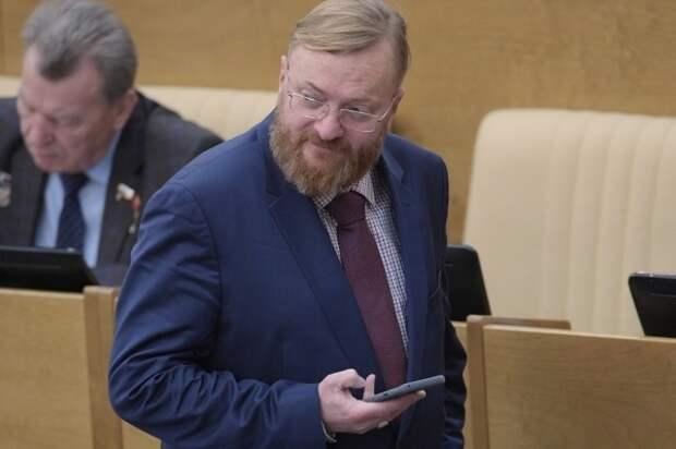 Милонов вновь предложил приравнять многодетных матерей к госслужащим