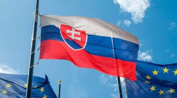 """Два словацких министра подали в отставку после скандала со """"Спутником V"""""""