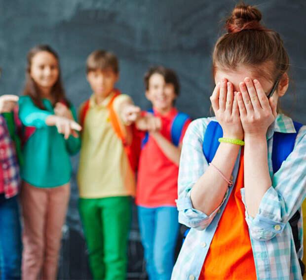 Дети жестоки, но правдивы: откуда в классе берутся изгои