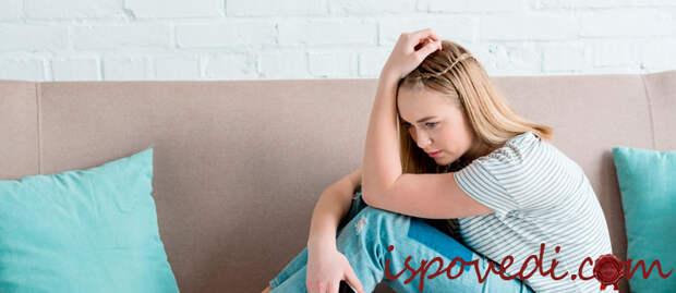 грустная девушка без работы