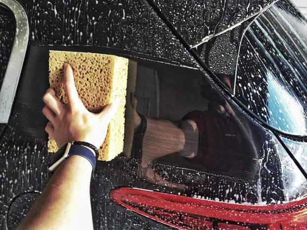 Автомойщик советует: как правильно протирать кузов машины для идеальной чистоты