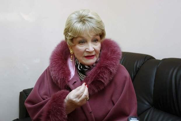 Как выглядела в юности несравненная Людмила Хитяева, и как расцветала ее пышная красота, изображение №19