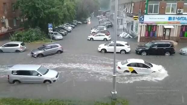 Несколько улиц в Кемерове затопило после ливня