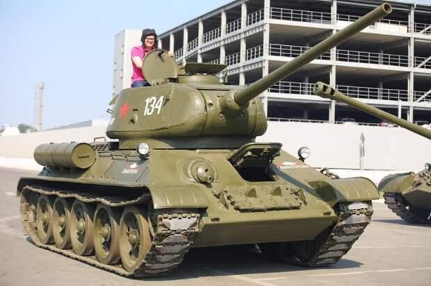 Алексей Текслер на легендарном танке Т-34