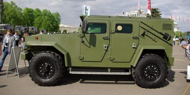 Технические характеристики бронированного внедорожника Vitim базируются на интегрированном 4,4-литровом 215-сильном турбодизеле ЯМЗ-53452 с дополнением пятидиапазонной механикой. Vitim, авто, амфибия, белоруссия, броневик, бронированный автомобиль, внедорожник, военная техника