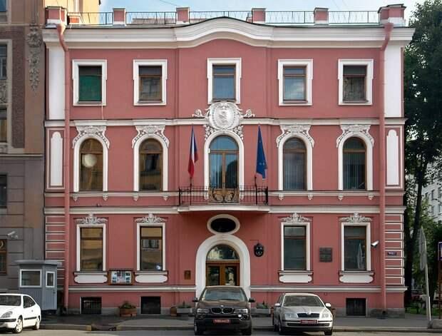 Посол Чехии ожидает разъяснений России по работе посольства