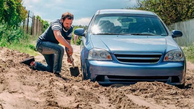 Как безопасно ездить по грунтовой дороге: частые ошибки водителей