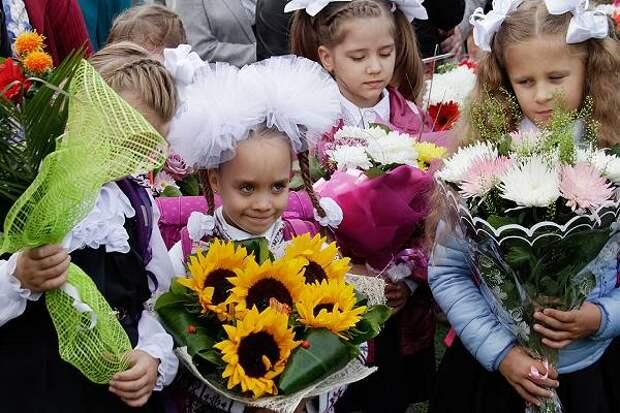Путин назвал дату начала выплат «школьных» денег