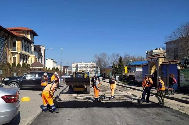 Текущий ремонт дорог в Симферополе – счет идет на десятки тысяч квадратных метров