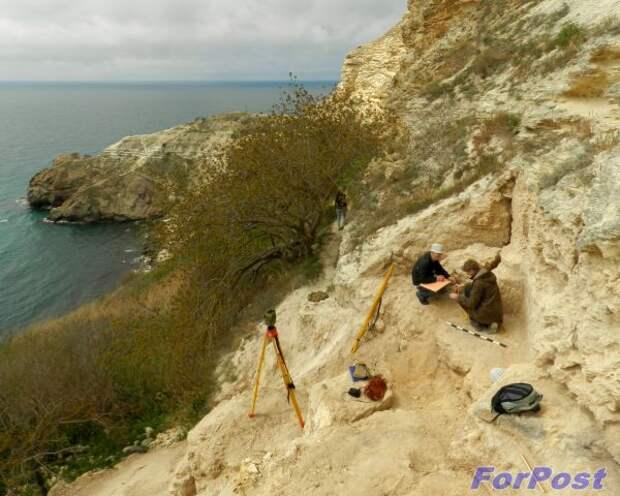 В Севастополе в районе Фиолента неизвестные обстреляли археологов, ведущих официальные раскопки