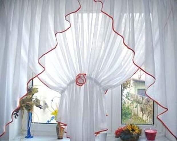 легкие шторы на кухонное окно