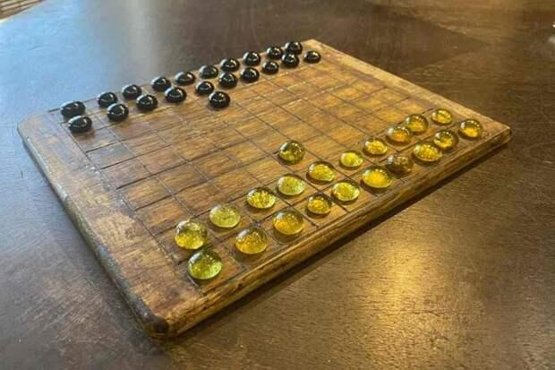 В средневековом некрополе под Калининградом нашли древнюю настольную игру