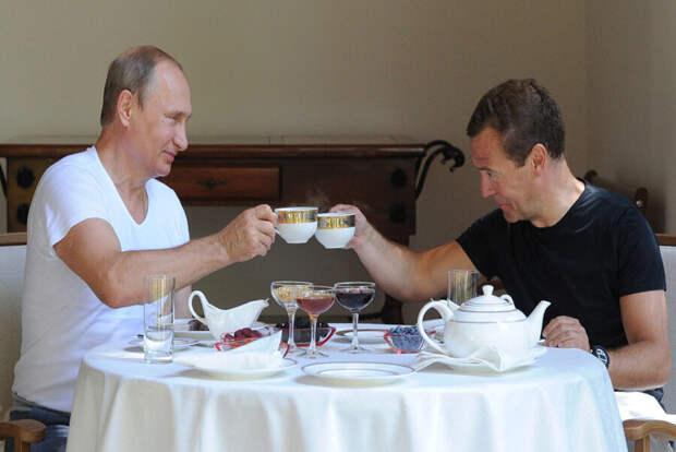 «Кому выбивать зубы», если при правлении Путина и Медведева были розданы следующие территории России?