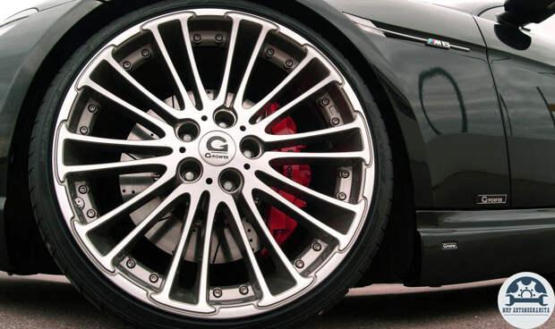 Почему у спортивных авто задние колеса гораздо шире