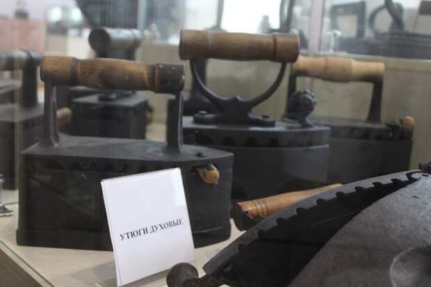 Почему в 19 в. на утюге узрели Льва Толстого: любопытные вещи узнал приморец-коллекционер