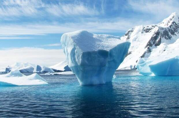 Самый большой в мире айсберг откололся от Антарктиды