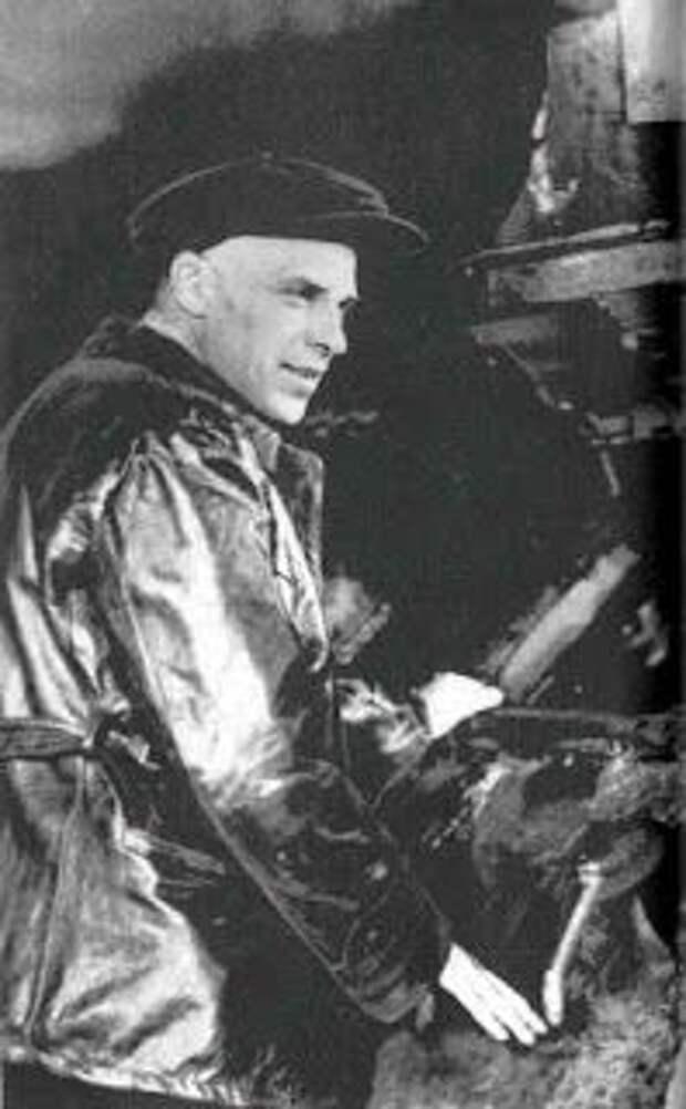 Александр Морозов в заводском цехе. 1930-е годы