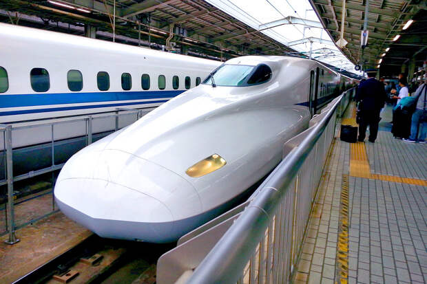 Машинист сверхскоростного поезда в Японии вышел из кабины на три минуты