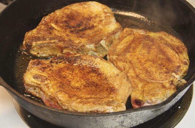 Отбивные на кухне сочнее шашлыка: 5 тонкостей от поваров