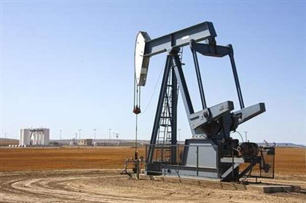 Запасы нефти в США за неделю снизились больше прогноза - на 7,6 млн баррелей, до 459,1 млн