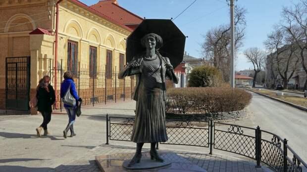 ВТаганроге демонтируют скульптуру Фаины Раневской