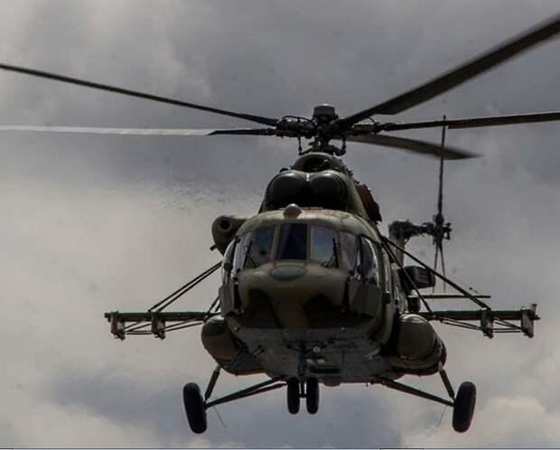 В Красноярском крае пертолёт Ми-8 при жёсткой посадке опрокинулся на бок
