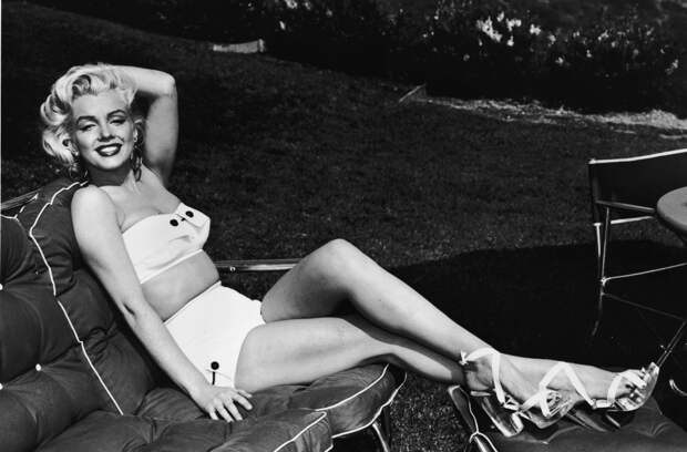 Мэрилин Монро в бикини.