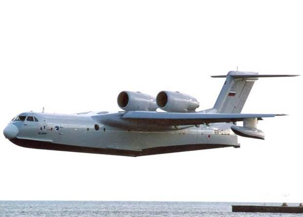 Минобороны получит первый самолет-амфибию Бе-200 до конца 2014 года