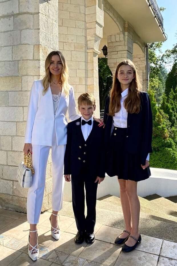 Наталья Якимчик с детьми