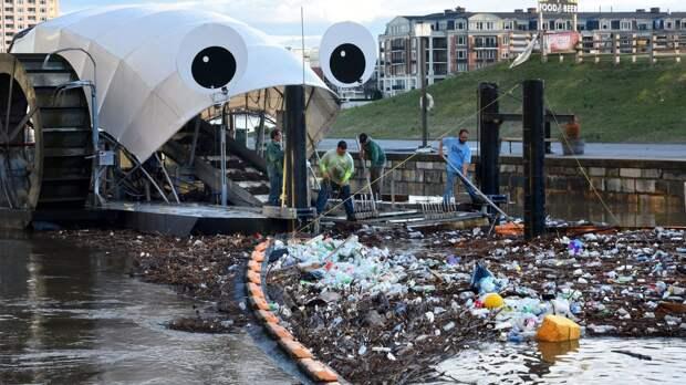 Мистер Мусорное колесо делает воды Балтимора чистыми от мусора