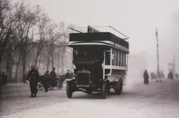 Автобус с империалом у Александровского сада, 1907 год