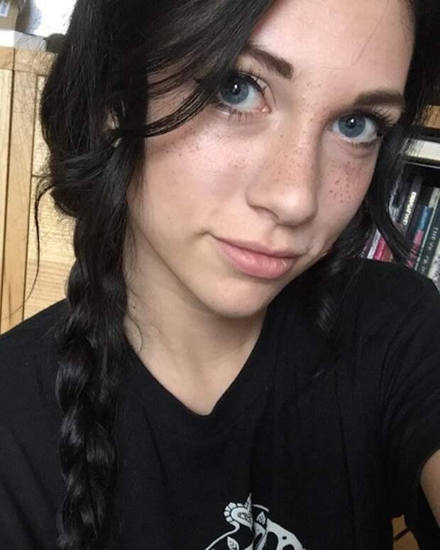 Брюнетки со светлыми глазами