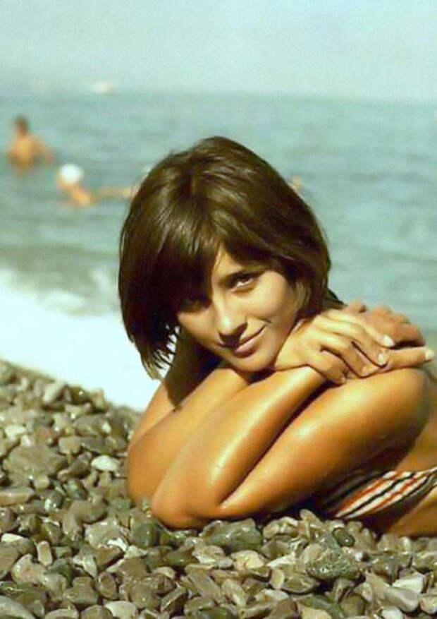 Как менялась студентка, комсомолка, спортсменка и просто красавица Наталья Варлей с течением времени.
