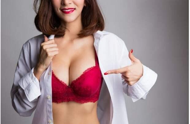 Бледнокожим под белую блузку – классический красный.