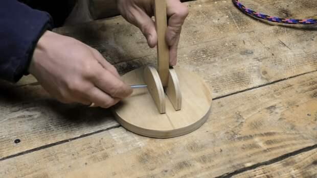 Хитрое устройство из обычной вешалки