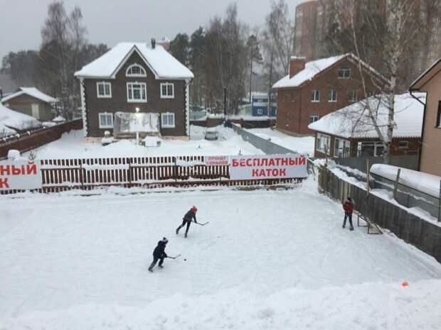 Житель Перми организовал бесплатный каток на своем участке Веселые, зима, каток, коньки, пермь