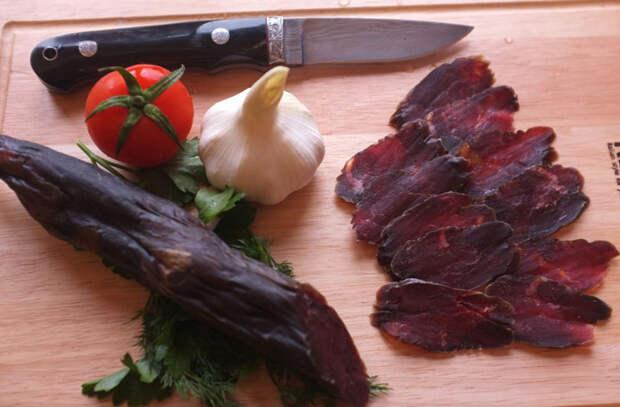 Строганина и сало про запас: 10 народных блюд могут хранится годами