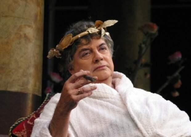 Александр Ширвиндт в спектакле Театра Сатиры *Орнифль* | Фото: blog.i.ua