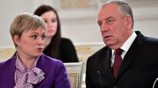 Телефонные мошенники вымогали миллион рублей у экс-губернатора Новгородской области
