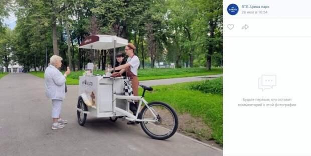 В Парке у «Динамо» появились велотележки с мороженным
