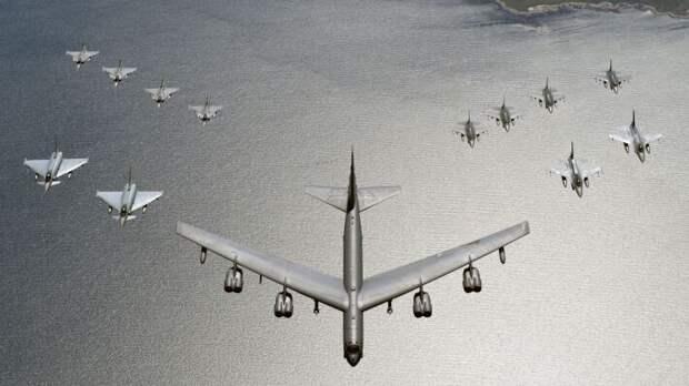 Тренировка на реальных целях: бомбардировщики США в Арктике не запугают РФ