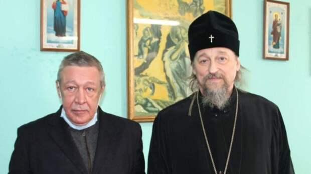 Пришел на молебен: первое фото с Ефремовым в белгородском СИЗО